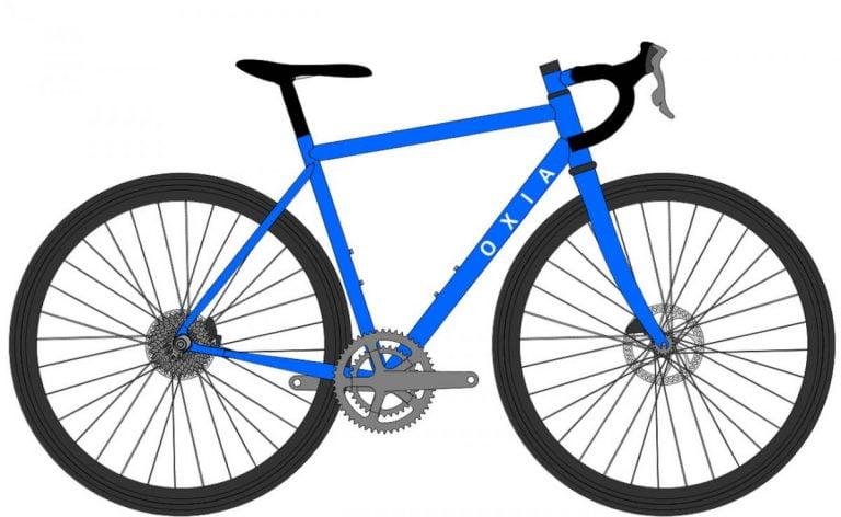 bicicleta grande a un ciclista bajo